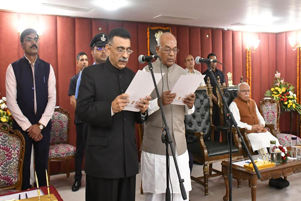 Haryana Public Service Commission Chairman becomes Ranjit Kumar, Governor administers oath - Chandigarh News in Hindi