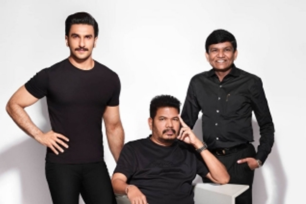 Ranveer Singh hails Shankar as one of the finest minds in cinema - Bollywood News in Hindi