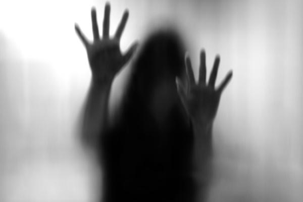 सरकारी अस्पताल के परिसर में 10 साल की बच्ची से बलात्कार