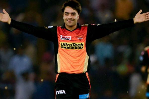 Some fun as Rashid imitates Muralitharan bowling action - Cricket News in Hindi