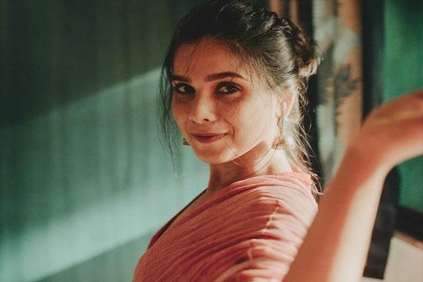 Dev DD star Rashmi Agdekar: We were careless after Covid curve flattened - Bollywood News in Hindi