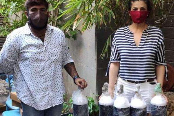 Raveena Tandon: Delhi is almost gasping for breath - Bollywood News in Hindi