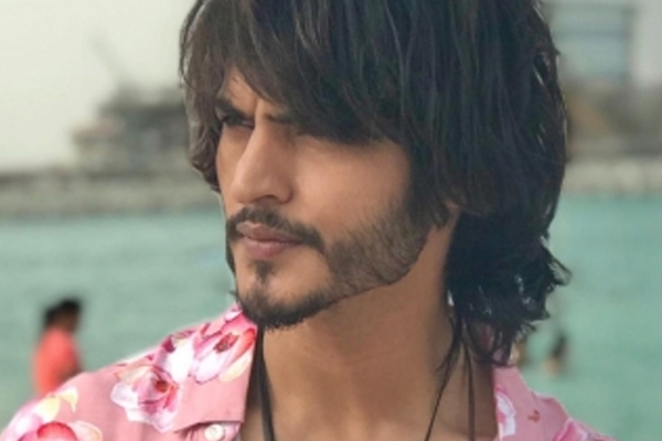 Ravi Bhatia: Overwhelmed to be compared with Amitabh, Shahrukh Don films - Bollywood News in Hindi