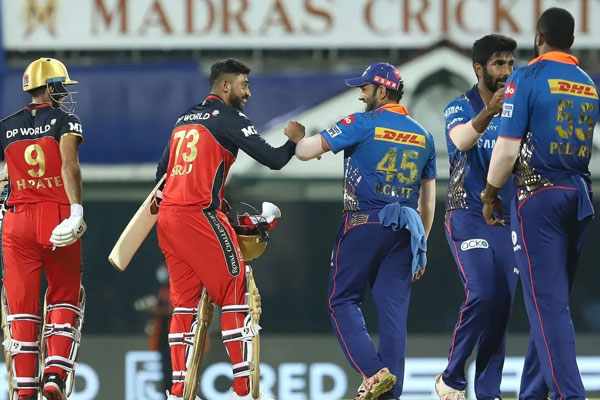 IPL-14: RCB beat Mumbai by 2 wickets in the final ball drawn - Cricket News in Hindi