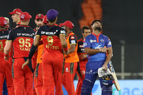RCB survive scare, beat DC by one run - Cricket News in Hindi