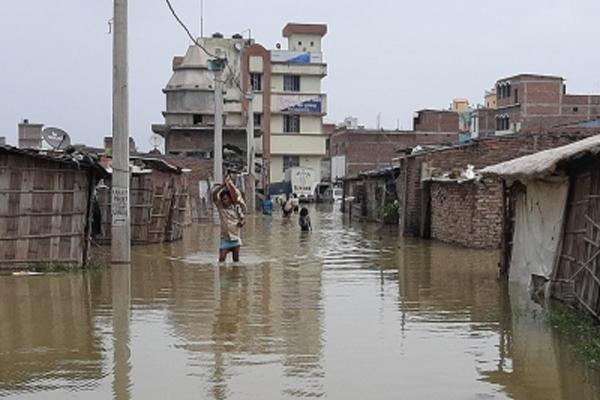 बिहार में मुजफ्फरपुर में बूढ़ी गंडक के जलस्तर में वृद्धि से थाना बना झील