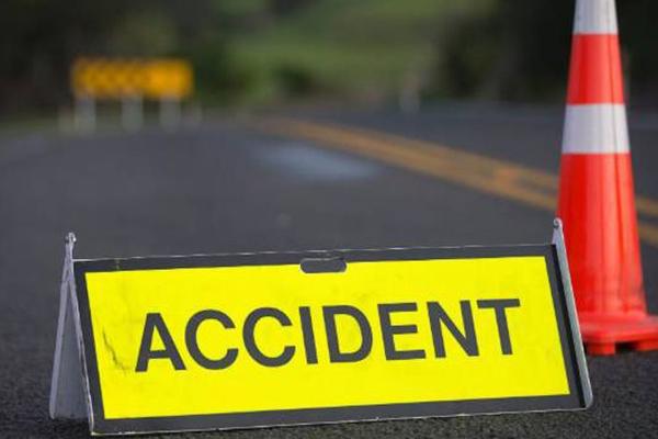 ट्रक की चपेट में आकर एक स्कूली छात्रा की मौत