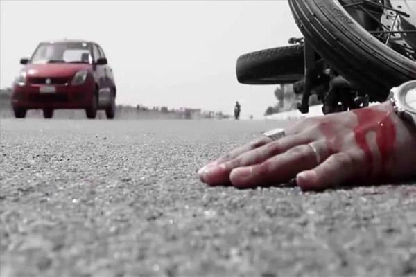 खड़े ट्रैक्टर से टकराई बाइक, युवक की मौत