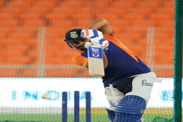 Rohit Sharma fined Rs 12L for MI slow over rate vs DC - Cricket News in Hindi