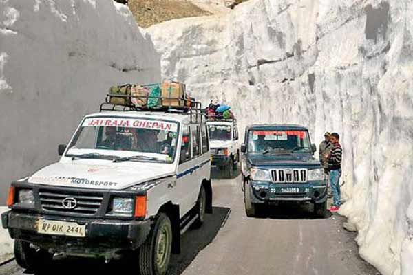 Rohtang Pass Opens, Lahaul Connected By Road After 4 Months - Kullu News in Hindi