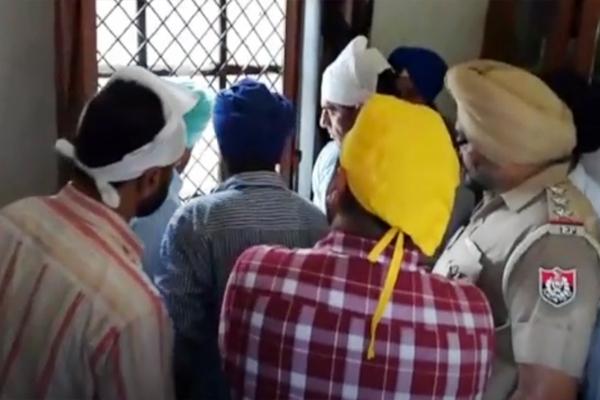 रोपड़ के गुरुद्वारा सिंह शहीद में पवित्र श्री गुरु ग्रंथ साहब जी की बेअदबी