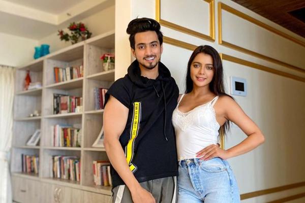 Social media star Mr. Faisu and Ruhi Singh shoot for web series - Bollywood News in Hindi