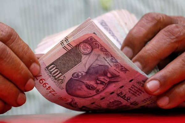 Rupee opens marginally lower at 69.39 against US dollar - India News in Hindi