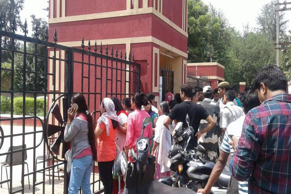 7 Year Old Boy Found With Throat Slit inside School ToiletIn Gurgaon - Gurugram News in Hindi