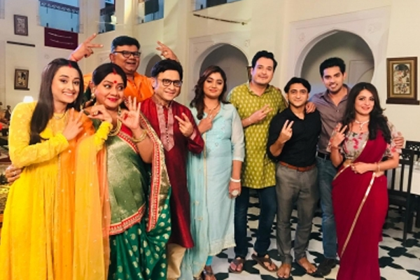 Congratulations to Team Saath Nibhaana Saathiya 2 as they complete 200 episodes on Star Plus - Television News in Hindi