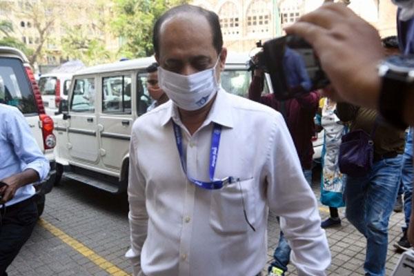 Pradeep Sharma asked BJP leader in Mumbai hotel to restore Vaje again - Mumbai News in Hindi