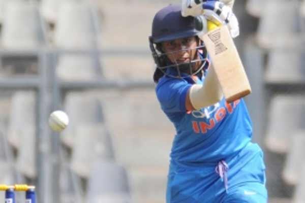 Sachin congratulates Mithali for completing 10,000 runs in international cricket - Cricket News in Hindi