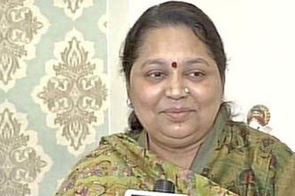 Mulayam wife Sadhna Yadav hurt with SP family feud and Netajis insult - Lucknow News in Hindi