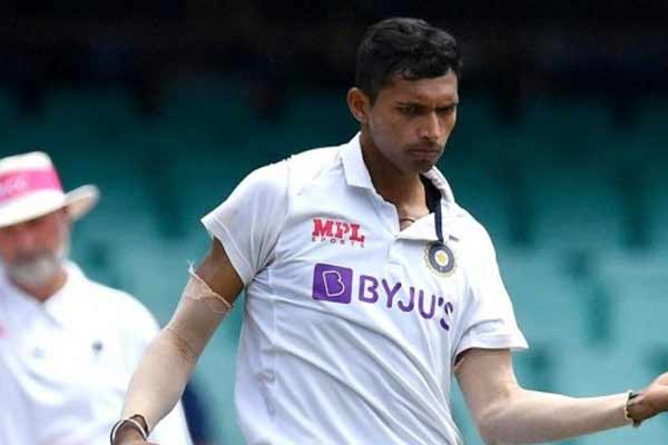 Saini injured, taken off the field in the middle of the over - Cricket News in Hindi