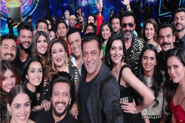 Salman Khan mega selfie - Bollywood News in Hindi