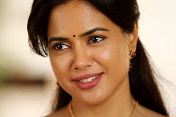 Covid positive Sameera Reddy shares family health update - Bollywood News in Hindi