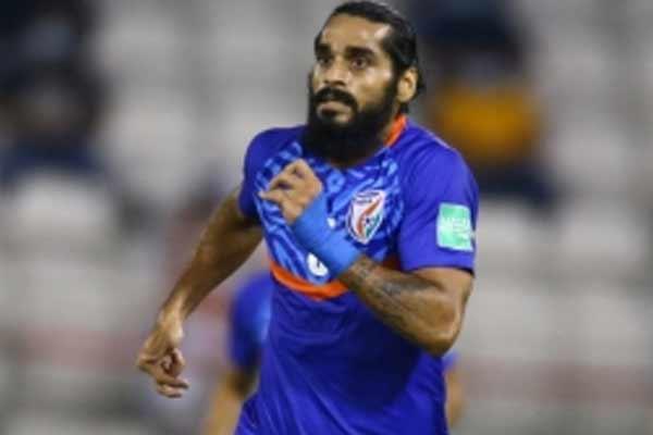 Sandesh named AIFF Men Footballer of the Year, Suresh wins Emerging Player award. - Football News in Hindi
