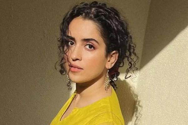 Sanya Malhotra flaunts a few throwback moves - Bollywood News in Hindi