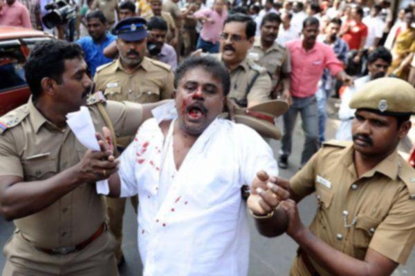 Sasikala Pushpas husband, supporters assaulted outside AIADMK headquarters - Chennai News in Hindi