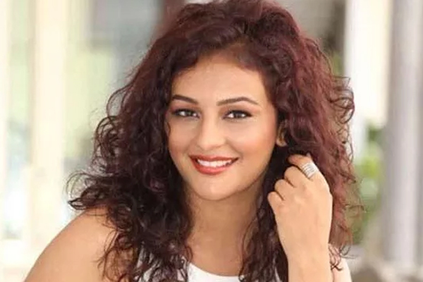 Seerat Kapoor on Bollywood debut: Telugu audience knows I will never leave them - Bollywood News in Hindi