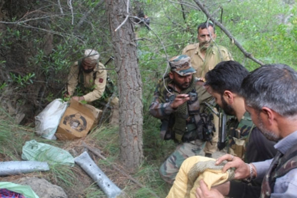 Soldiers recovered a cache of weapons at Doda in Jammu and Kashmir - Jammu News in Hindi