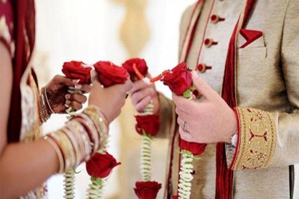 यूपी में दुल्हन ने एक को पहनाई वरमाला, दूसरे से की शादी