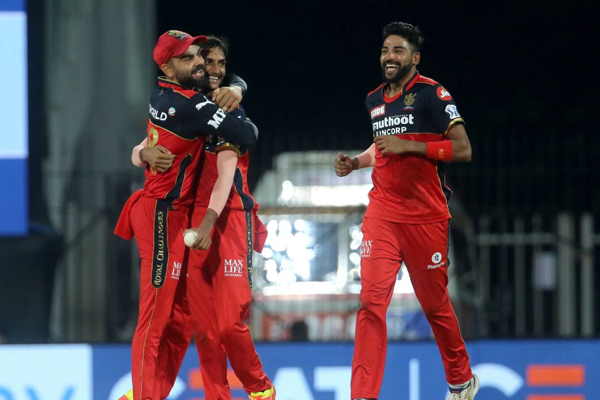 IPL 14: Bangalore bowlers snatch victory from Hyderabad - Cricket News in Hindi