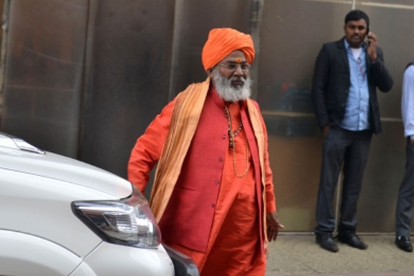 राम मंदिर जमीन खरीद आरोपों पर साक्षी महाराज बोले- अपनी रसीद दिखाओ, अपना डोनेशन वापस ले लो