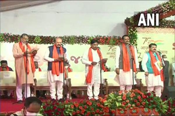 गुजरात के नए मुख्यमंत्री भूपेंद्र पटेल ने किया मंत्रिमंडल का विस्तार, 24 नए मंत्रियों ने ली शपथ, देखें तस्वीरें