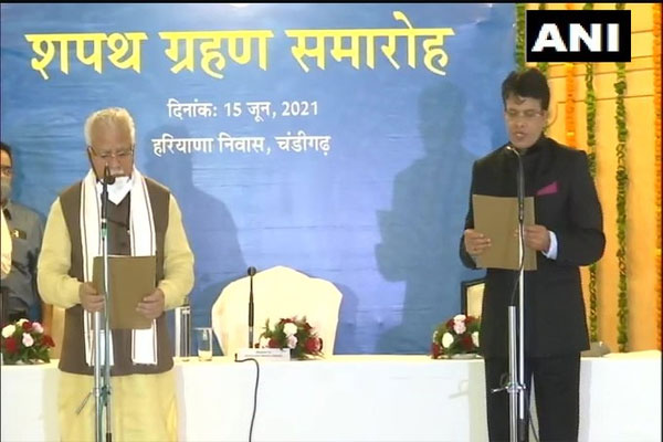 Retired IAS TC Gupta became the Chief Commissioner of the Right to Service Commission, CM Manohar administered the oath - Chandigarh News in Hindi