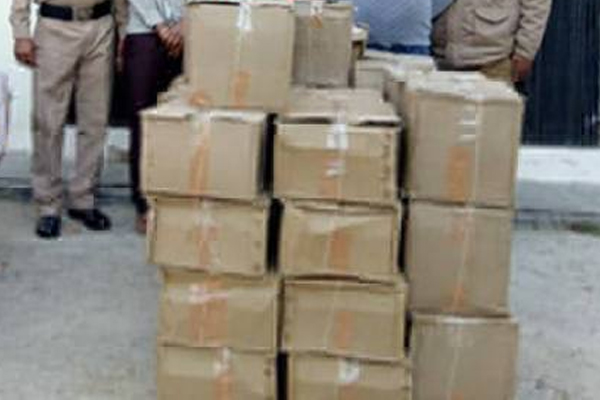 Jaipur : Car caught with illegal country liquor caught - Jaipur News in Hindi