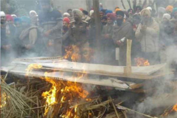 पंजाब के जवान को सैनिक सम्मान से दी अंतिम विदाई, नारों से गूंजा आसमान