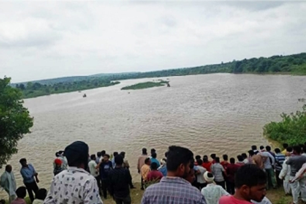 Overload boat capsizes in Wardha river, 11 people feared dead - Mumbai News in Hindi