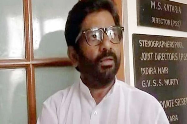 shiv sena raised the issue of ravindra gaikwad in parliament, says Even Kapil sharma misbehaved on Flight - Delhi News in Hindi