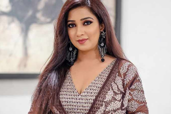 Shreya Ghoshal is celebrating one million subscribers on her YouTube channel - Bollywood News in Hindi