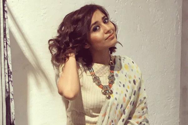 Shweta Tripathi: Mirzapur 2 closer to my heart - Bollywood News in Hindi