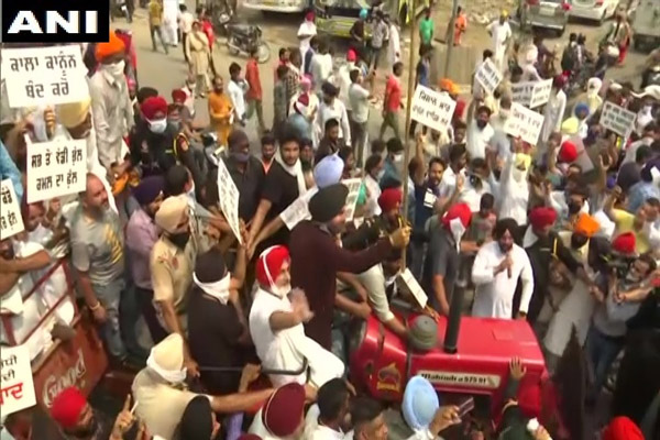 Amritsar: Navjot Singh Sidhu in support of farmers, protest against farmers bill, see photos - Punjab-Chandigarh News in Hindi