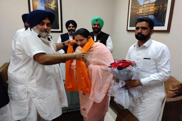 पंजाब में कांग्रेस को लगा झटका, वरिष्ठ नेता वीरपाल कौर शिरोमणि अकाली दल में हुई शामिल