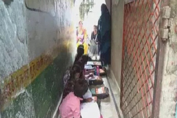 Smallest Government School Of India In Jhansi Built In Three Feet - Jhansi News in Hindi