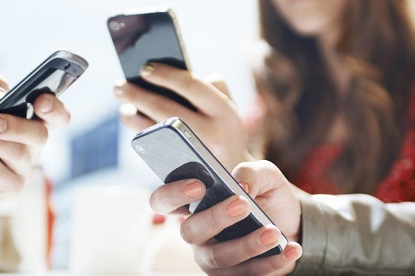 India ranks 3rd on average smartphone usage globally: Report - Gadgets News in Hindi