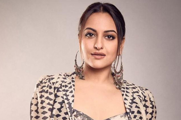 Sonakshi Sinha reveals how she deals with trolls - Bollywood News in Hindi