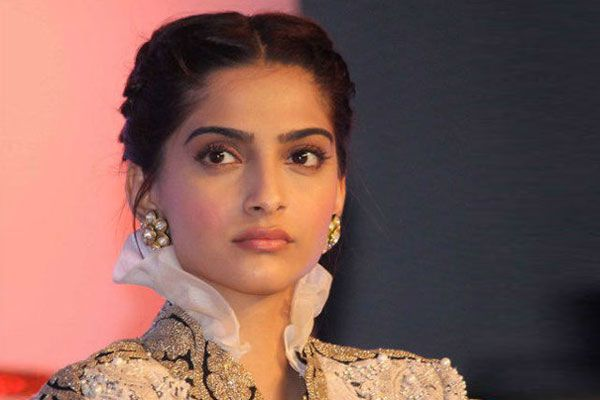 Sonam Kapoor talks about being molested at a young age - Bollywood News in Hindi