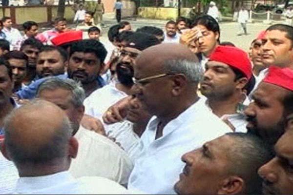 SP workers protest in meerut - Meerut News in Hindi