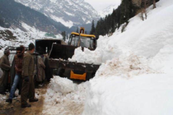 Srinagar Jammu highway reopens after three days - Srinagar News in Hindi