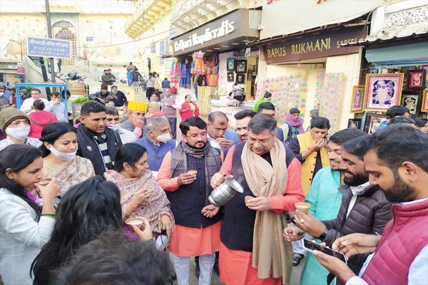 BJP state president Satish Poonia discusses tea with activists in Nathdwara - Jaipur News in Hindi
